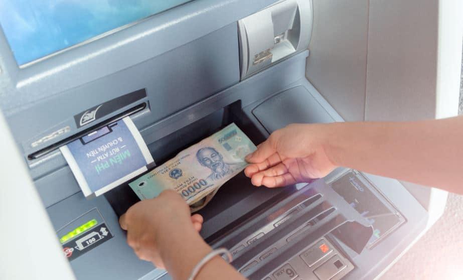 Nạp tiền tại cây ATM có hỗ trợ